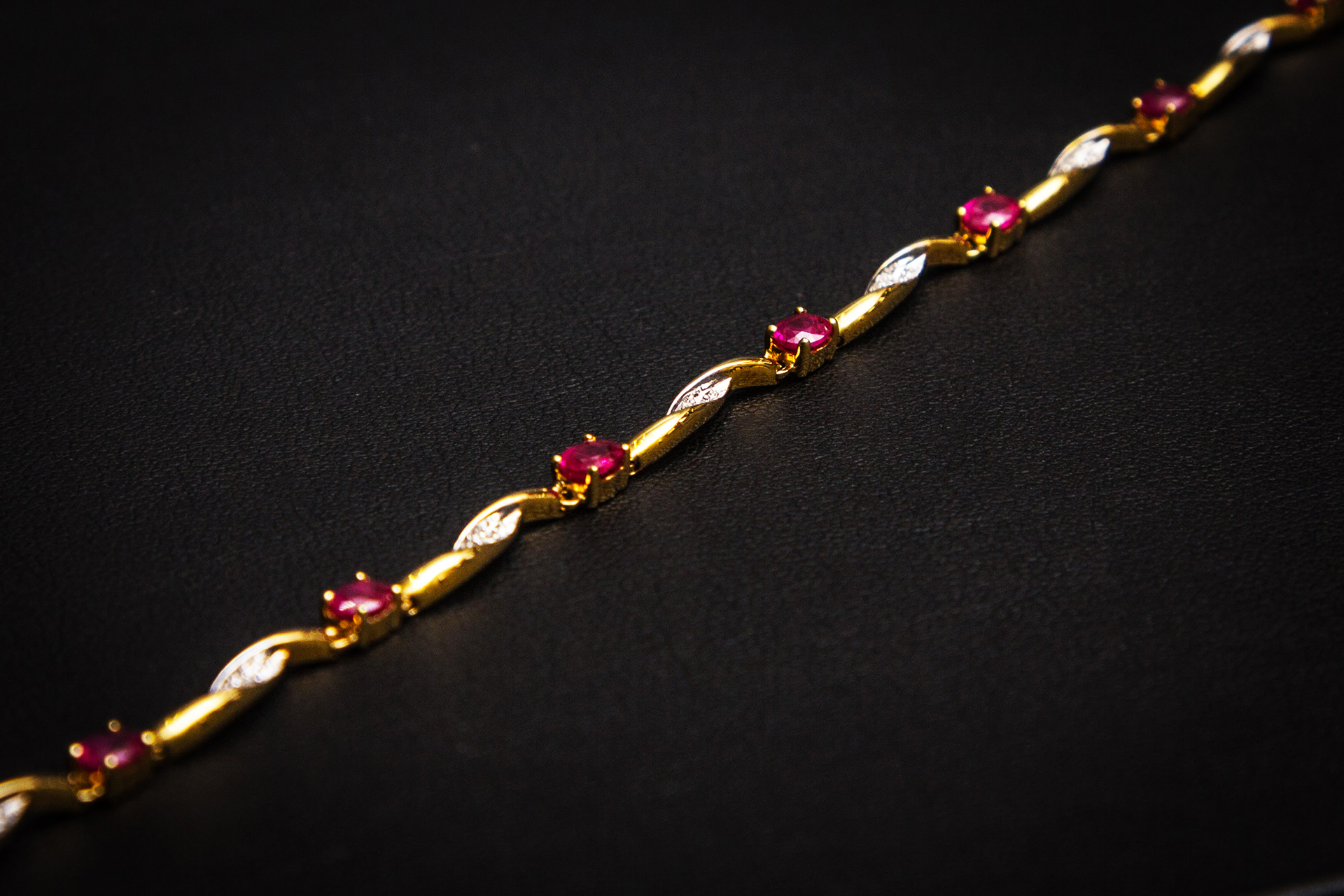 bijouterie-verneau-bracelet-or-diamands-ruby-bijoux-bijoutier-qualite-toulon-var-la-garde