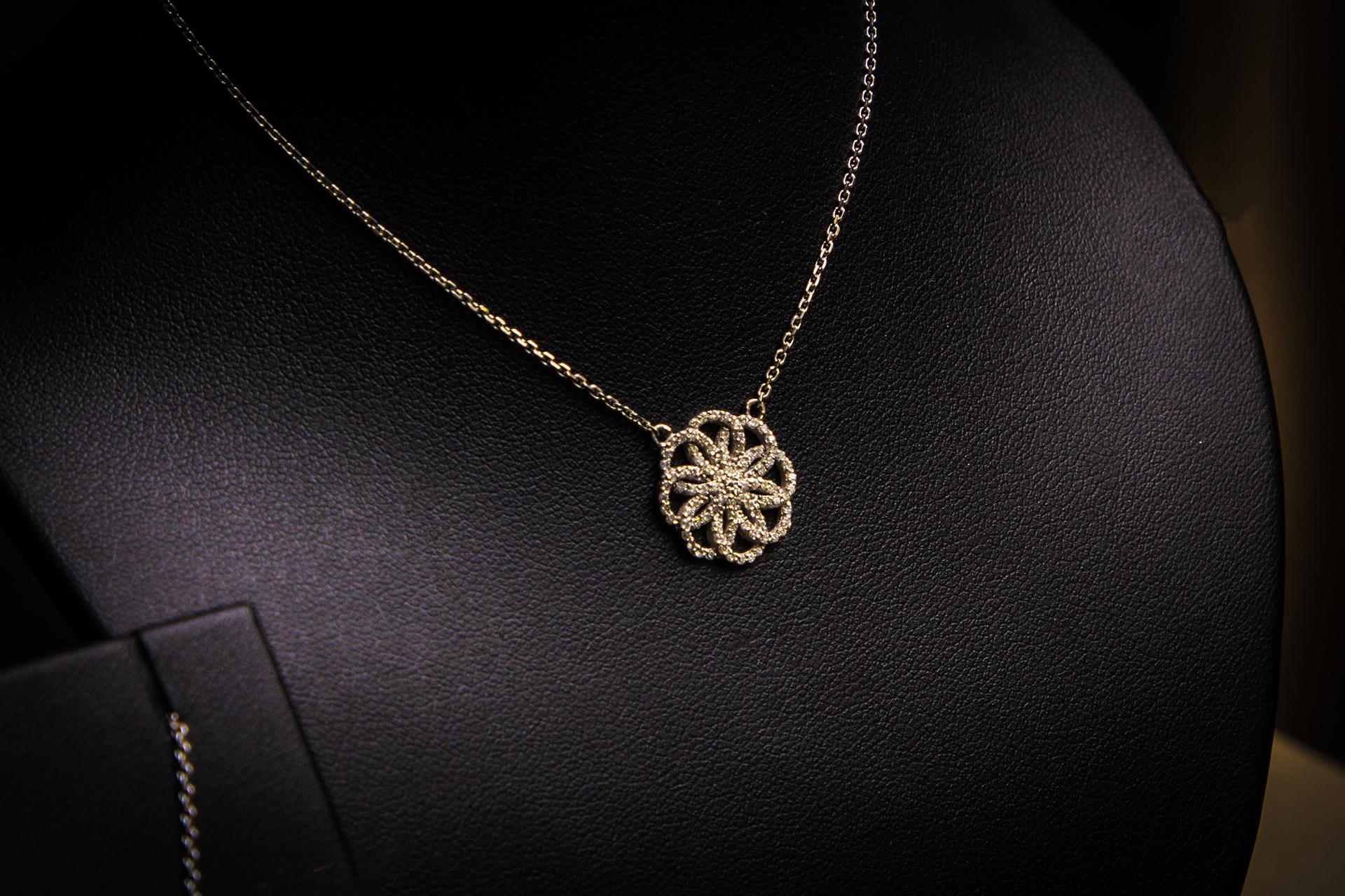 bijouterie-verneau-collier-or-diamand-fashion-design-fantaisie-cadeau-bijoux-bijoutier-tradition-toulon-la-garde-var